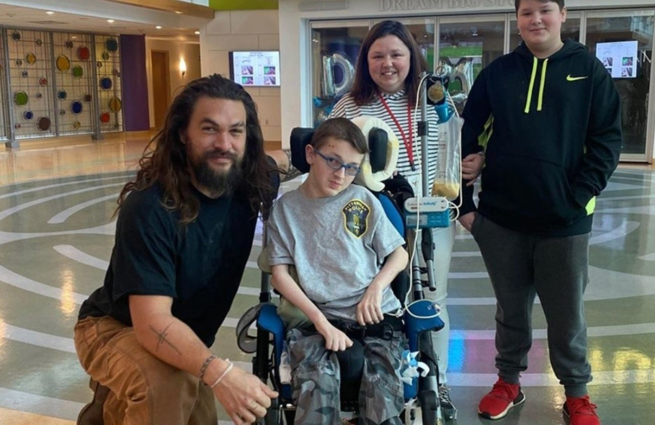 Aquaman Star Jason Momoa Visits Children's Hospital