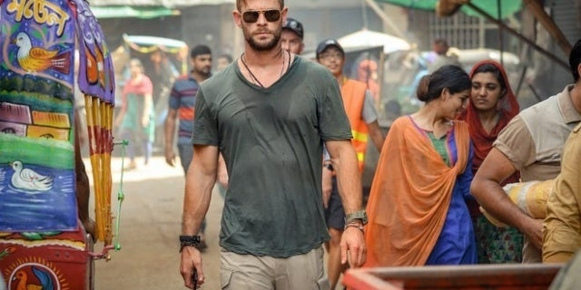 Extraction: First Look at Chris Hemsworth's New Netflix Movie Revealed
