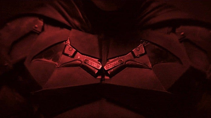 the-batman-robert-pattinson-chest-logo