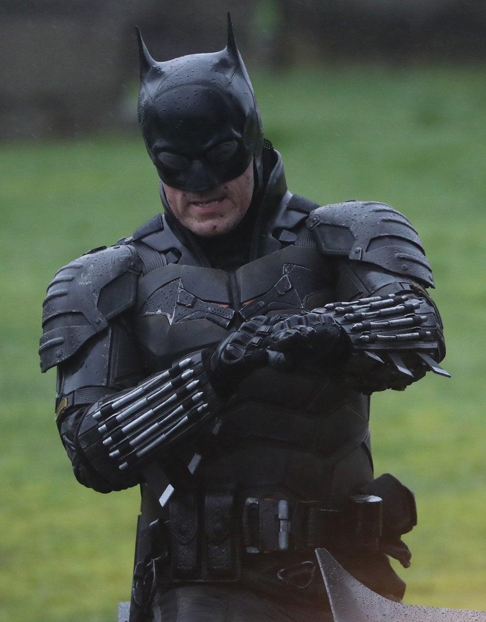 https://media.comicbook.com/2020/02/the-batman-set-photos-batsuit-batcycle-full-look-4-1207992.jpeg?auto=webp&width=1000&height=1280&crop=1000:1280,smart