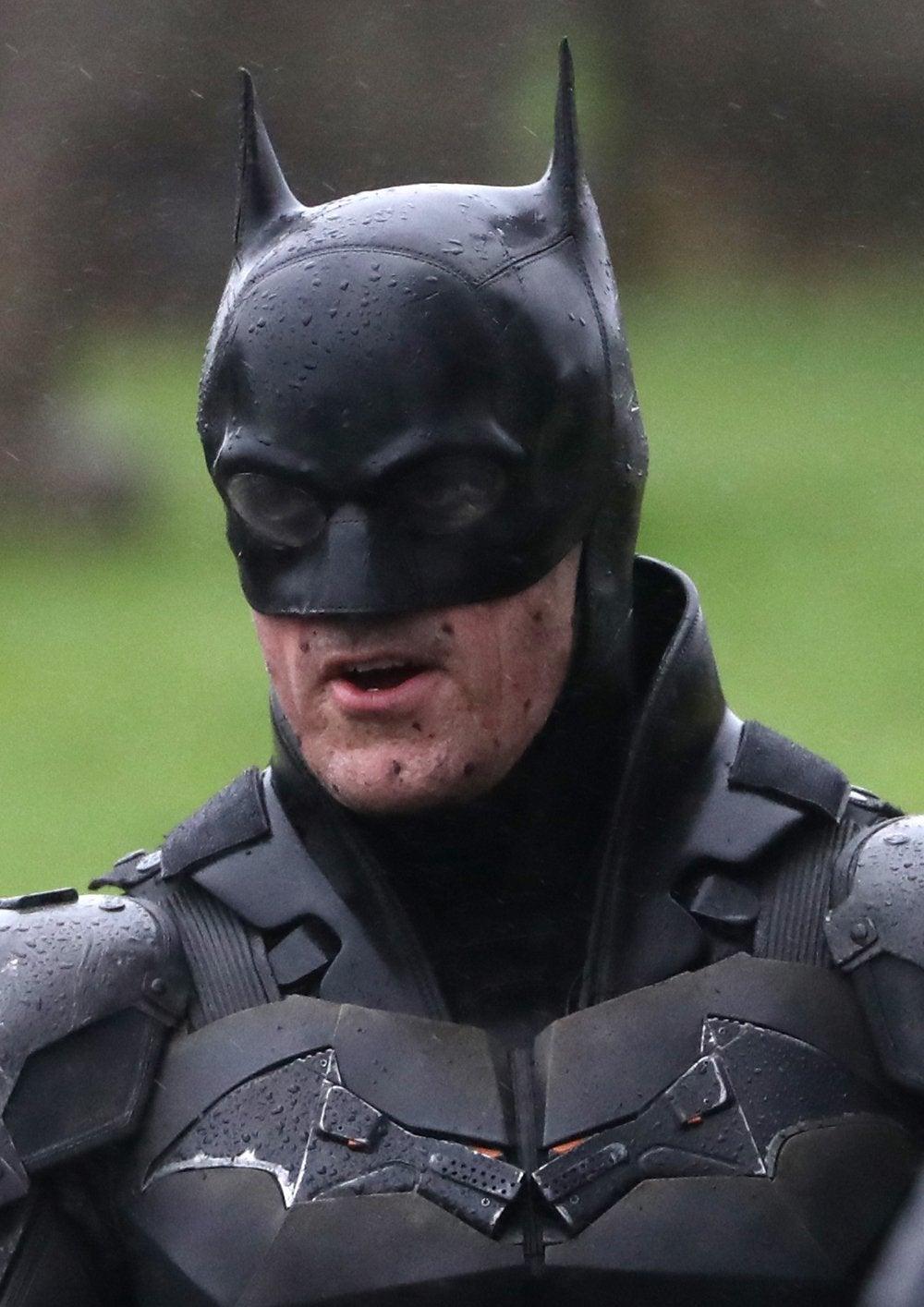 https://media.comicbook.com/2020/02/the-batman-set-photos-batsuit-batcycle-full-look-8-1207988.jpeg?auto=webp&width=1000&height=1415&crop=1000:1415,smart