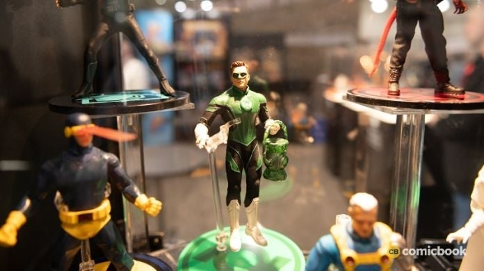 toy-fair-magneto-cyclops-green-lantern-more-revealed-by-mezco