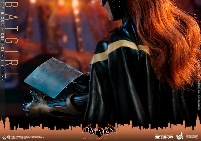 Batgirl-Arkham-Knight-Hot-Toys-Figure-3