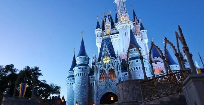 disney-world-and-disneyland-extend-their-closure-dates