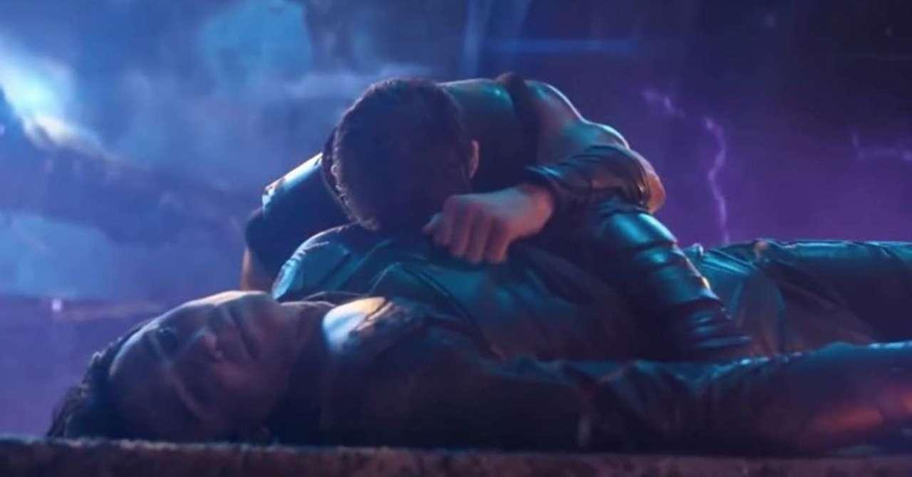 Thanos Kills Loki (Avenger: Infinity War).