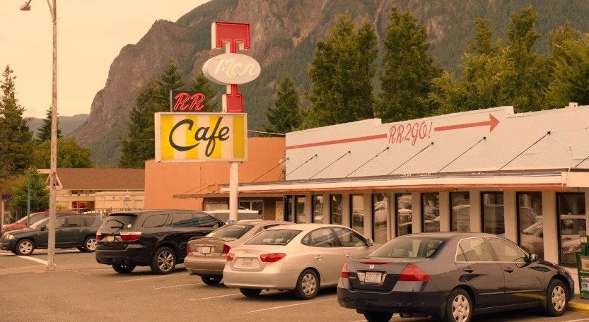 twin-peaks-star-kyle-maclachlan-shares-gofundme-for-real-life-diner