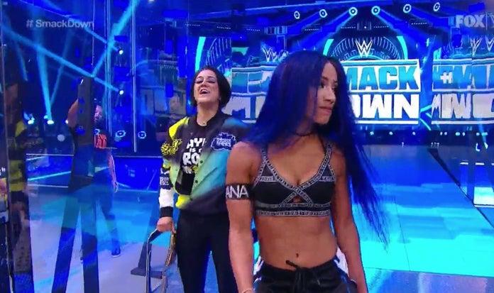WWE-SmackDown-Sasha-Banks-Hana-Kimura-Tribute