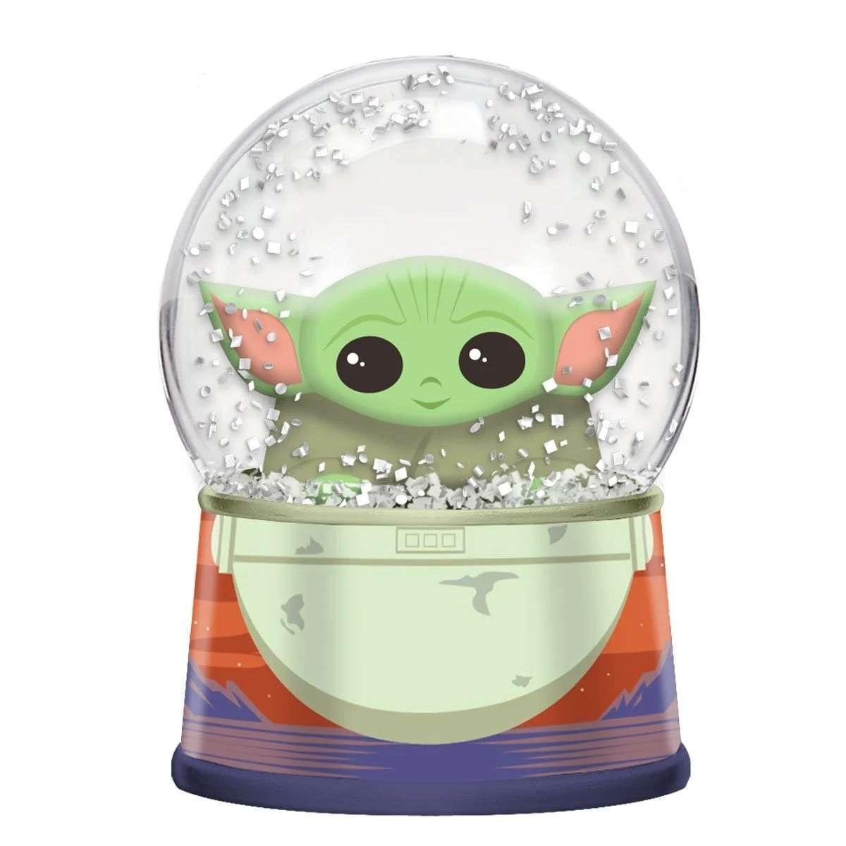 baby-yoda-christmas-snow-globe