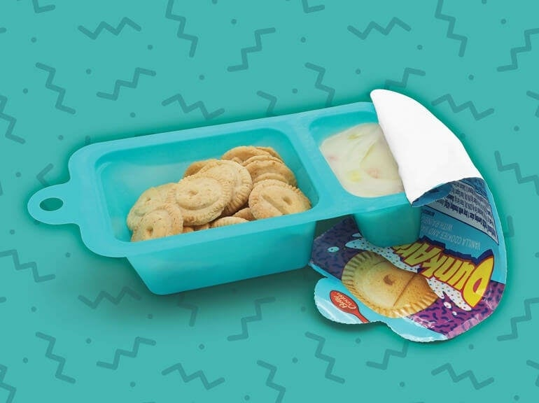Dunkaroos-Vanilla-Cookies-and-Vanilla-Frosting-with-Rainbow-Sprinkles-770x576-1