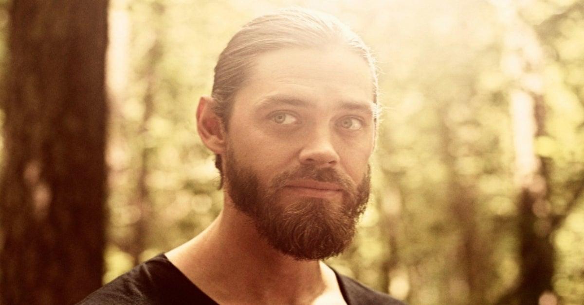 The Walking Dead Jesus Tom Payne Season 9