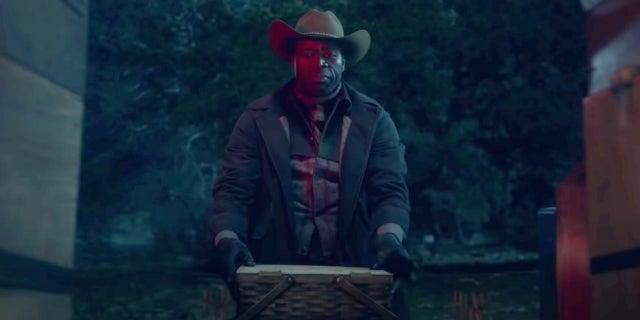 Fear the Walking Dead S6 Headhunter Demetrius Grosse