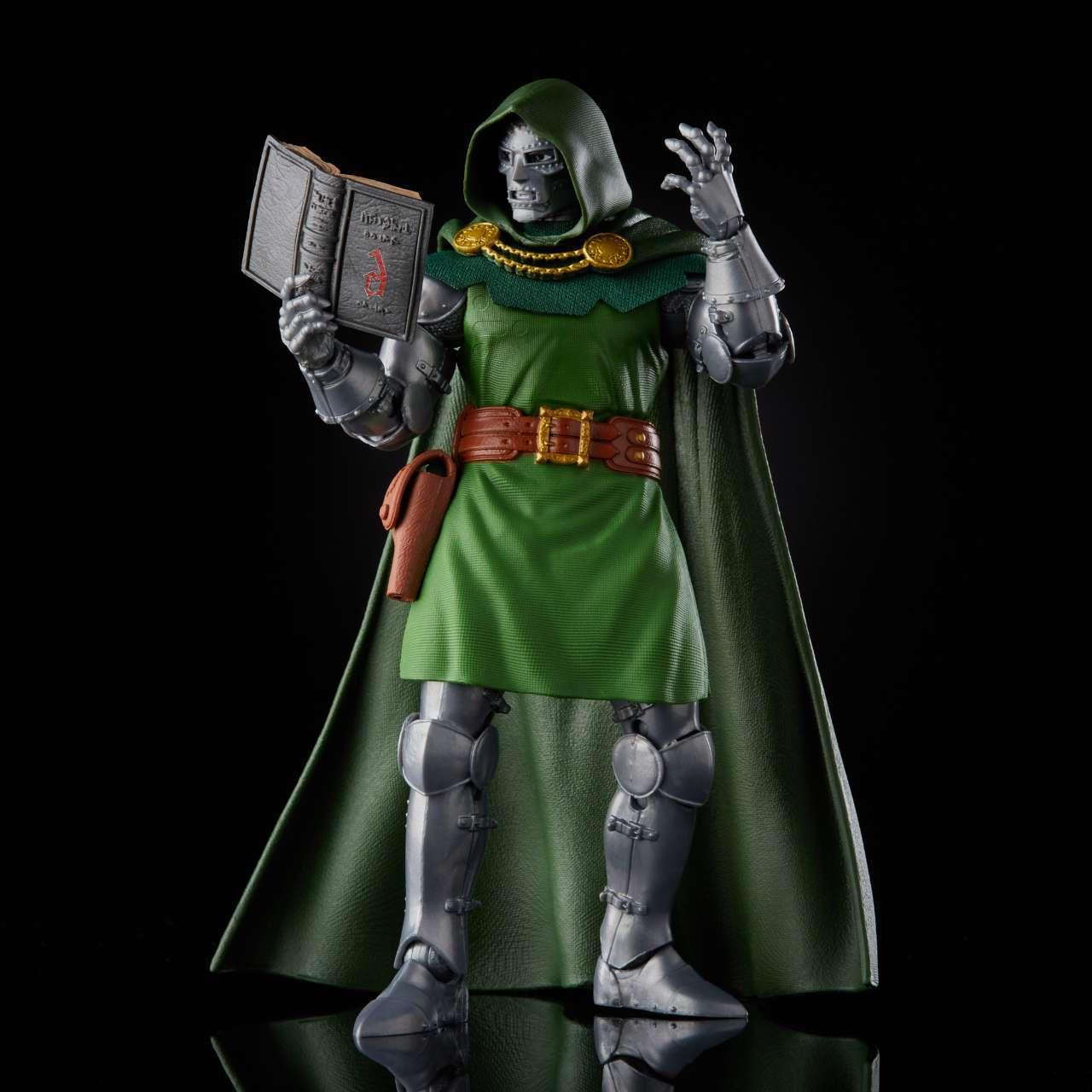 hasbro-marvel-legends-doctor-doom-HSE9627_10