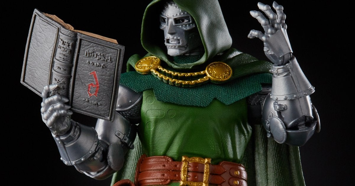 hasbro-marvel-legends-doctor-doom-top