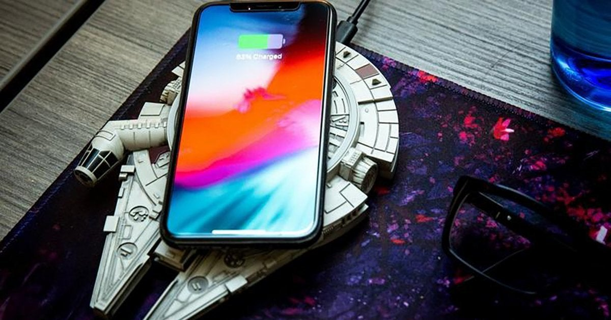 millennium-falcon-wireless-charger