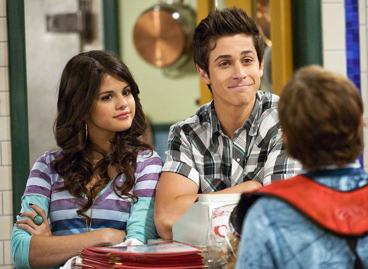 Selena-Gomez-David-Henrie-Have-a-Wizards-of-Waverly-Place-Reunion-1