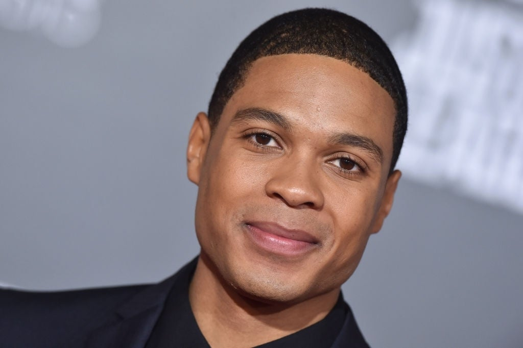 ray fisher justice league red carpet