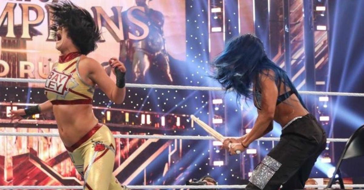 WWE-Bayley-Sasha-Banks-Clash-attack