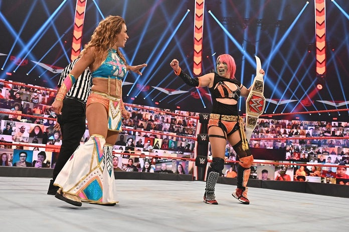 WWE-MIckie-James-Asuka-Monday-Night-Raw-2