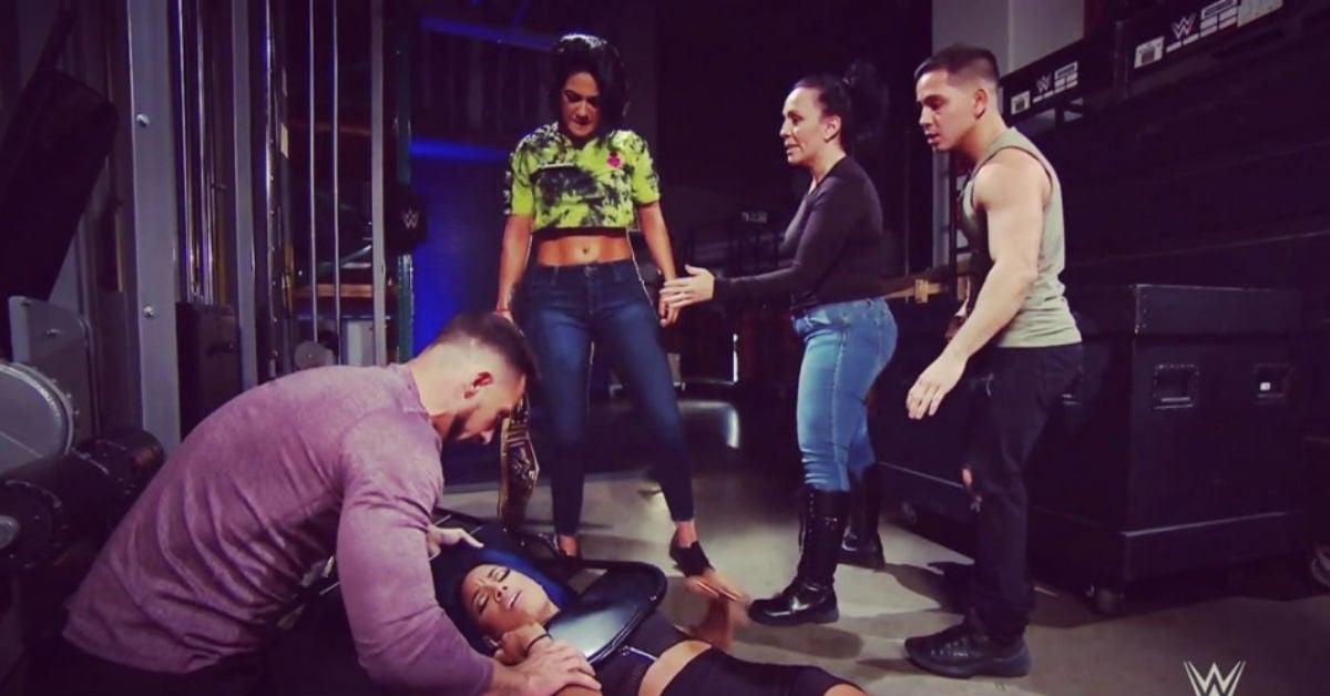 WWE-SmackDown-Bayley-Sasha-Banks-Attack