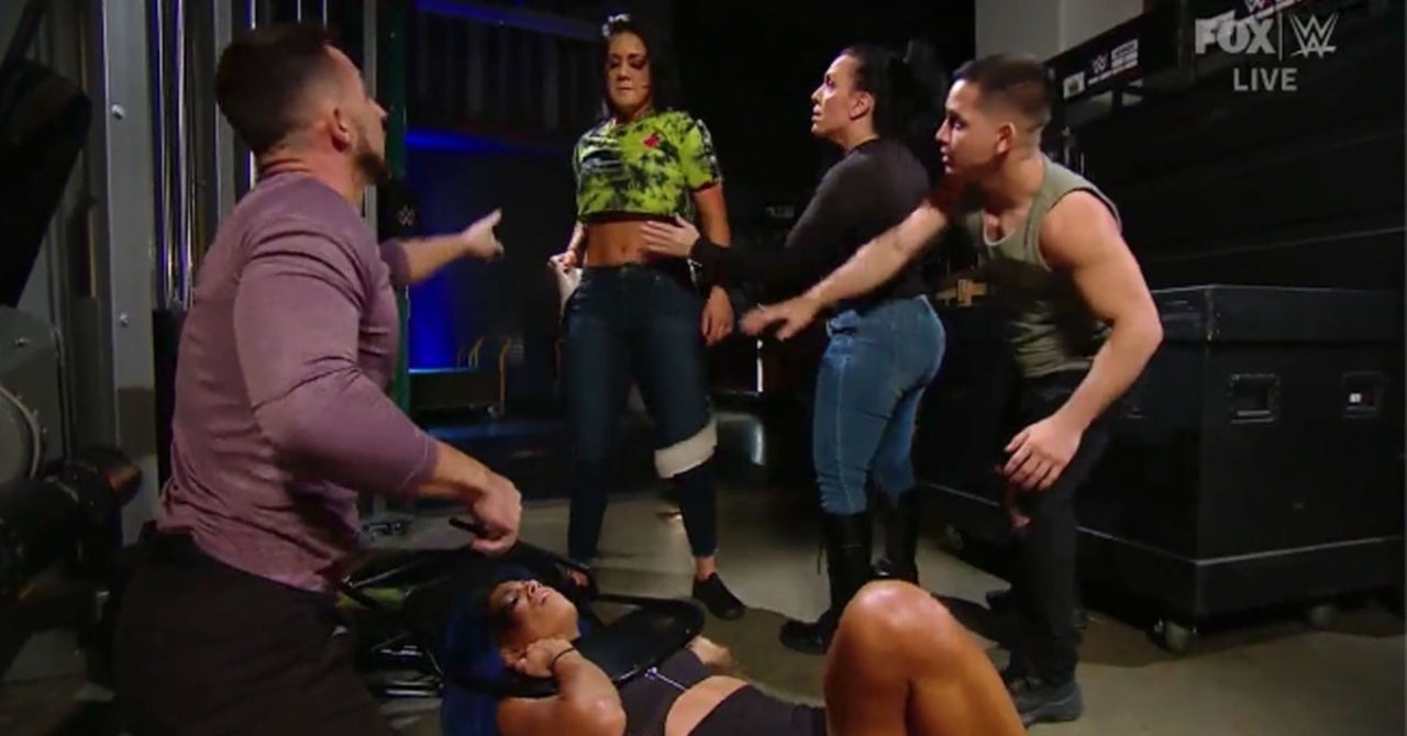 WWE SmackDown: Sasha Banks Breaks Silence But Receives Another Vicious Beating From Bayley