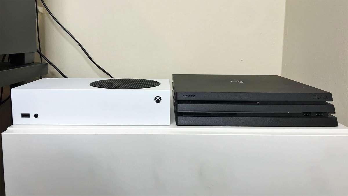 Xbox Series S PS4