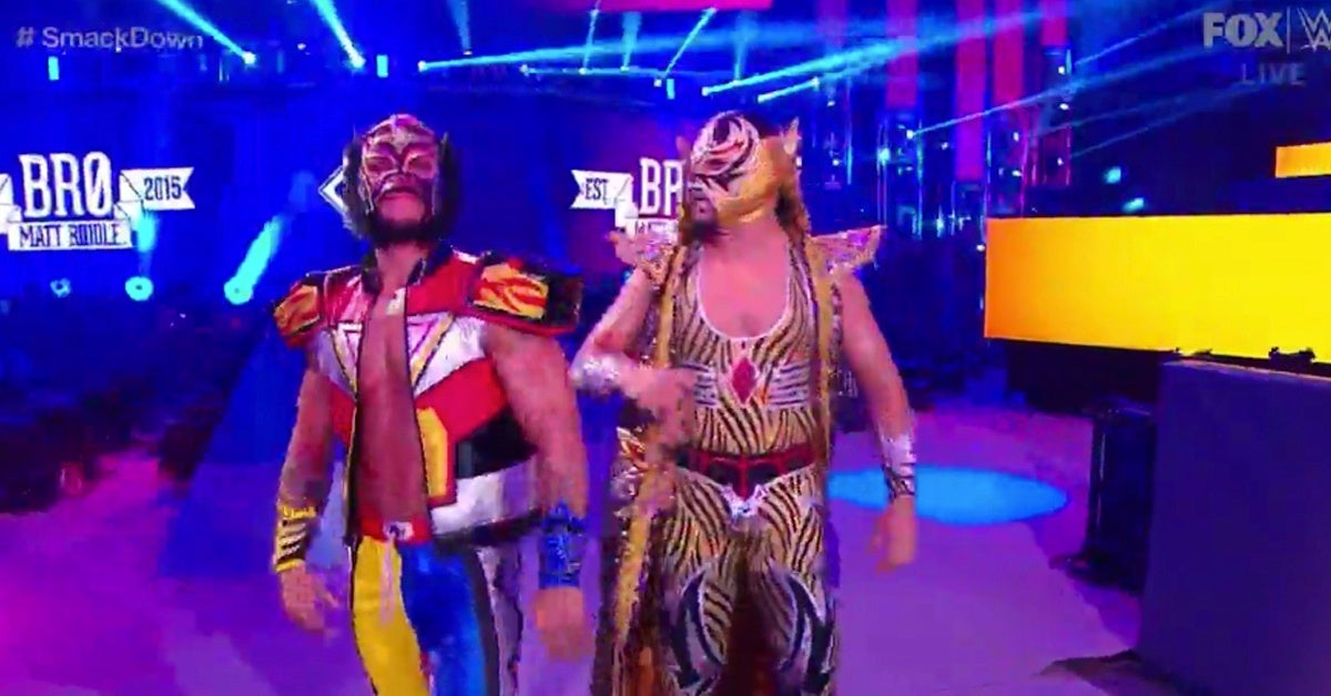 WWE-SmackDown-Lince-Dorado-Power-Rangers-Megazord-Gear