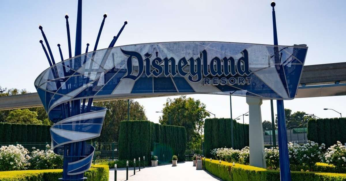 disneyland-resort-gate-california