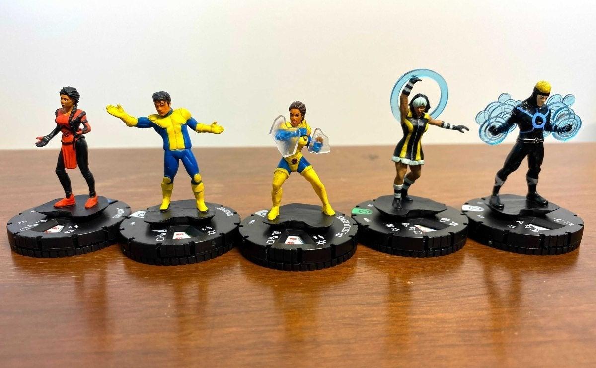 Marvel HeroClix X-Men House of X Unboxing 001