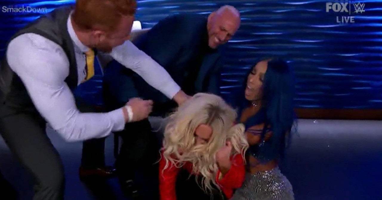 WWE SmackDown: Sasha Banks Gets Revenge on Carmella With a Drink and a Banks Statement