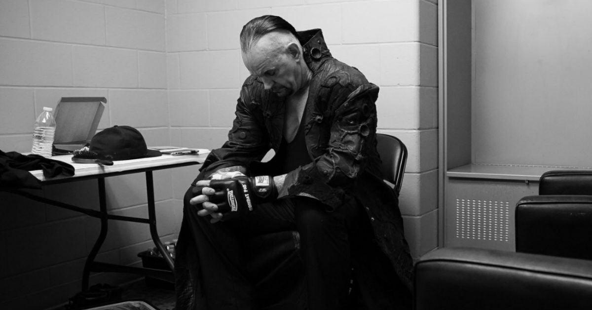 WWE-The-Undertaker-Backstage-Survivor-Series-Final-Farewell