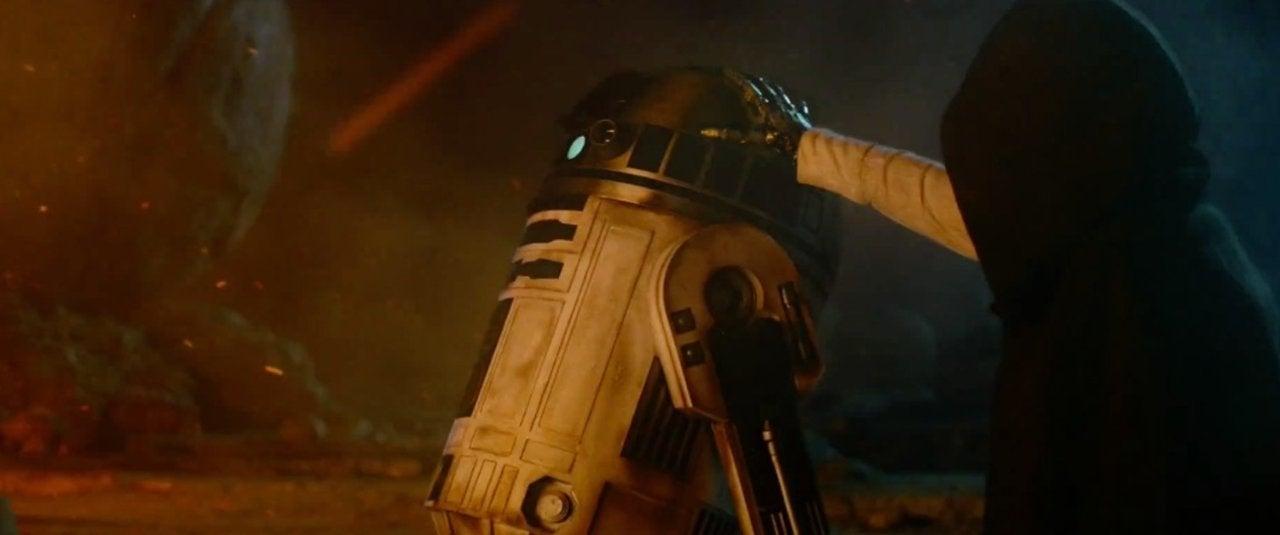 star wars the force awakens 2015 r2-d2 luke hand