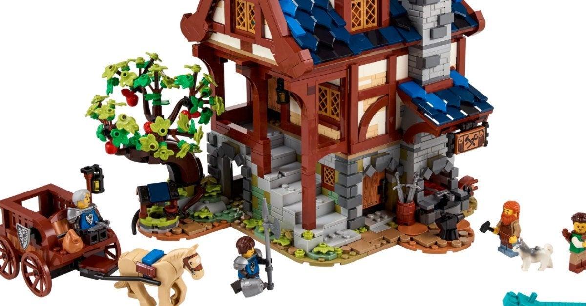 lego-medieval-blacksmith-top