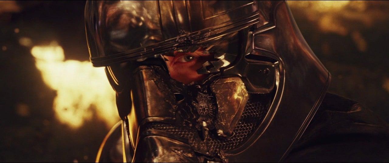 star wars the last jedi captain phasma helmet damage