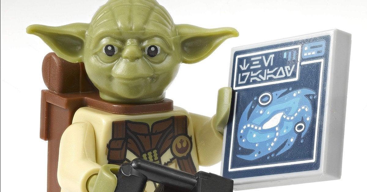 lego-yoda-minifigure-exclusive-top