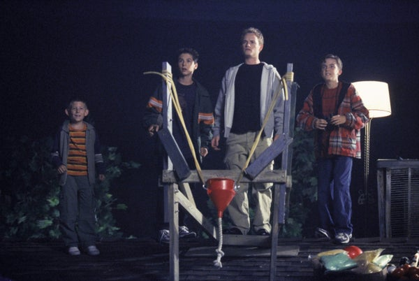 Malcolm-in-the-Middle-2x02-Halloween-_Approximately-Still-MITMVC-3