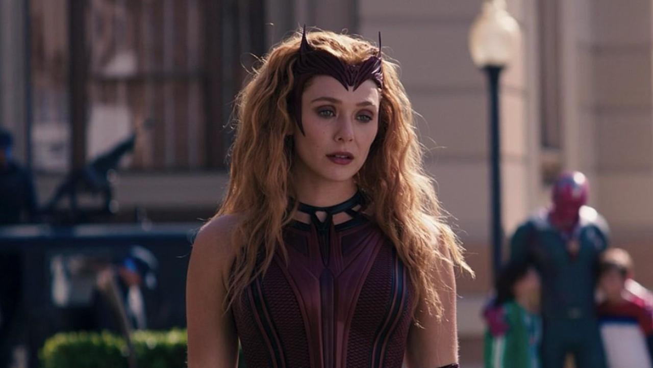 WandaVision Director Reveals How Elizabeth Olsen Changed The Scarlet Witch Suit Design
