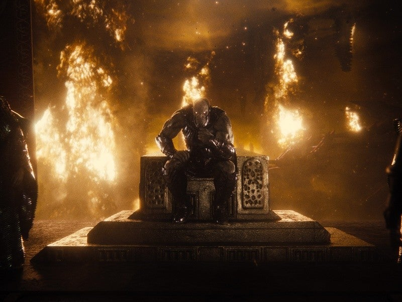 "zack snyders justice league darkseid on throne 1260312 - Huevos de Pascua y referencias de la ""Liga de la Justicia de Zack Snyder"""