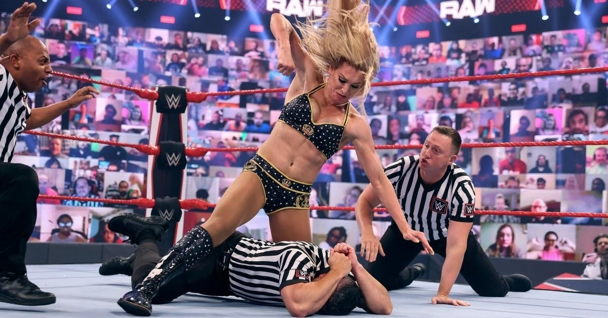 WWE-Charlotte-Flair-Attacks-Referee