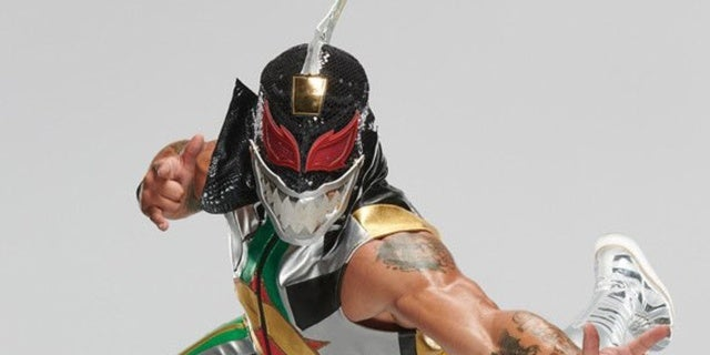 WWE-Lince-Dorado-Power-Rangers-Dragonzord