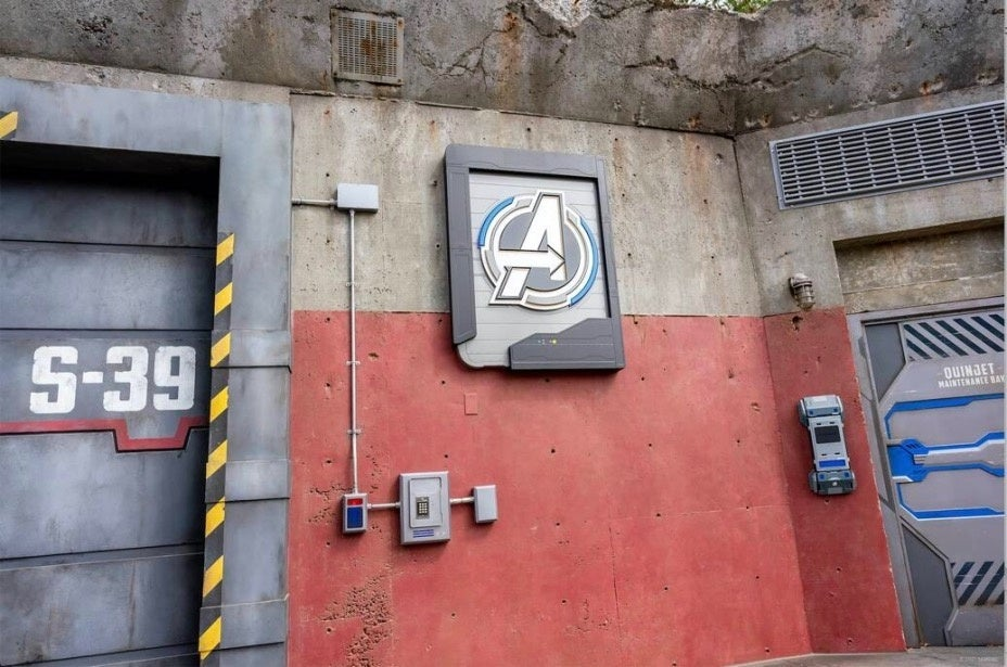 Avengers HQ Quinjet Maintenance Bay