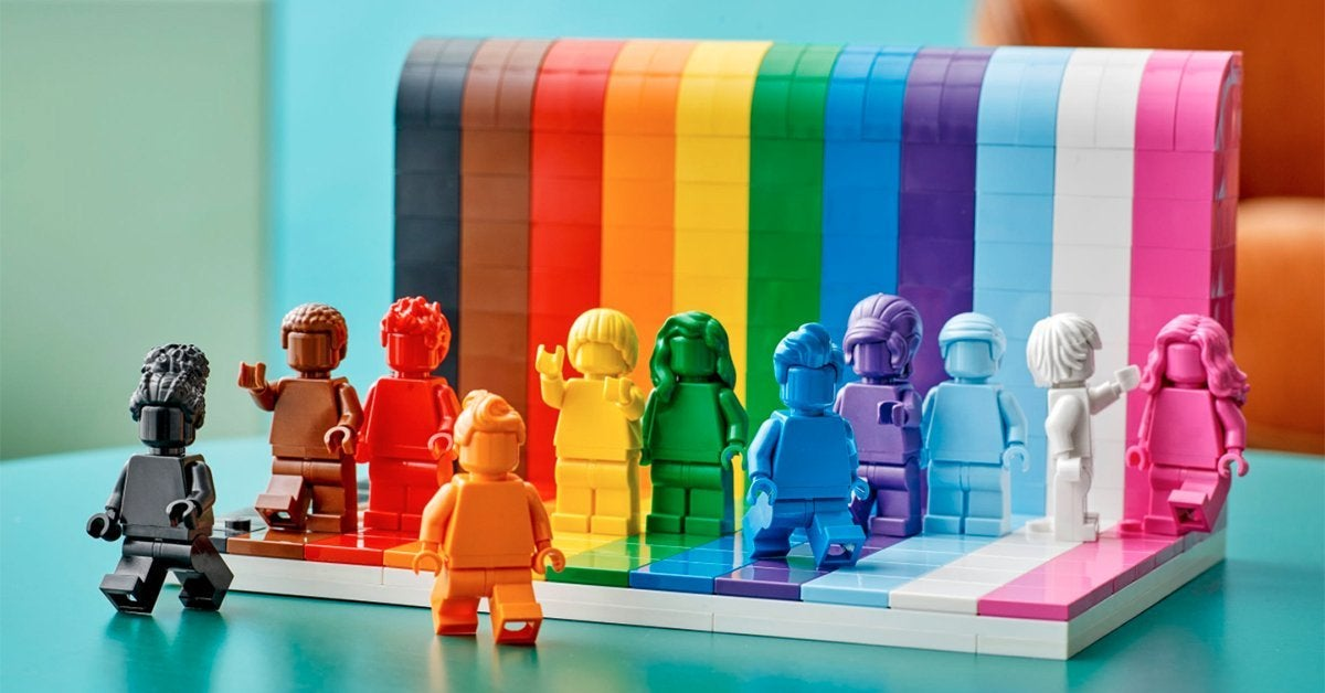 lego-everyone-is-awesome-top