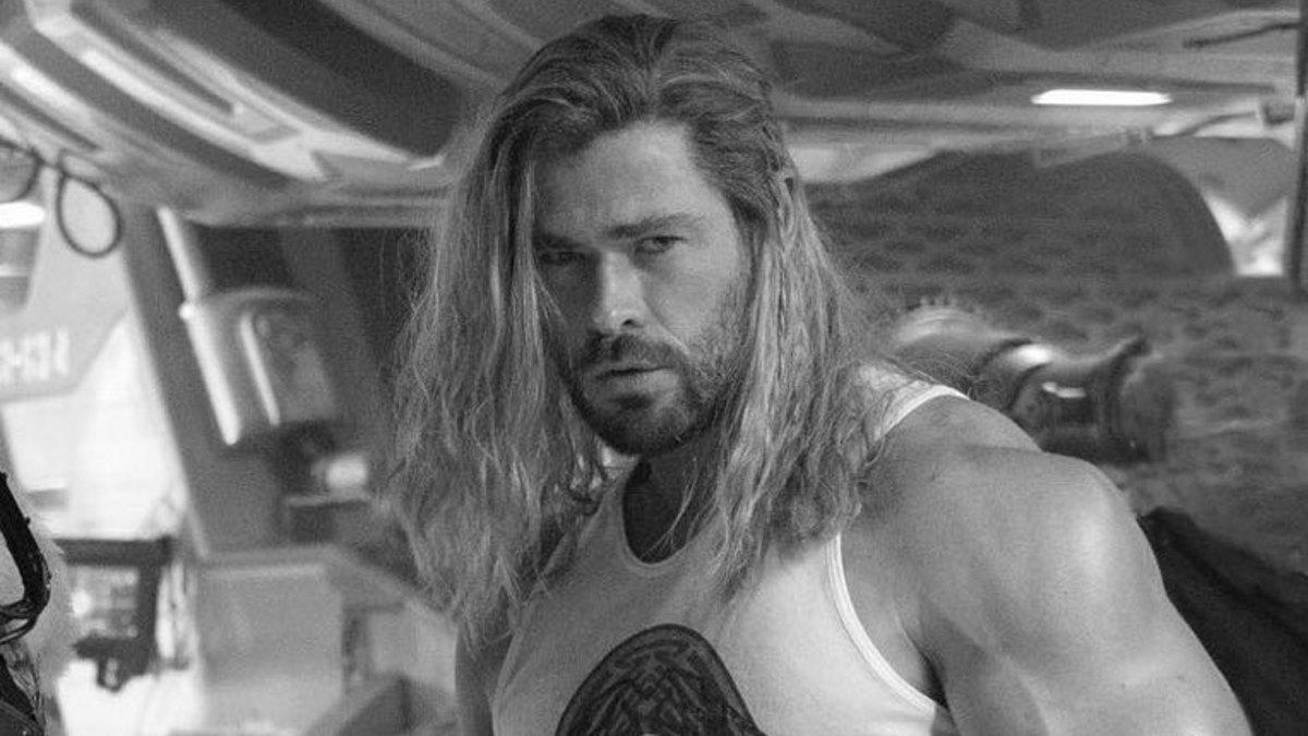 Chris Hemsworth Arms Thor Marvel