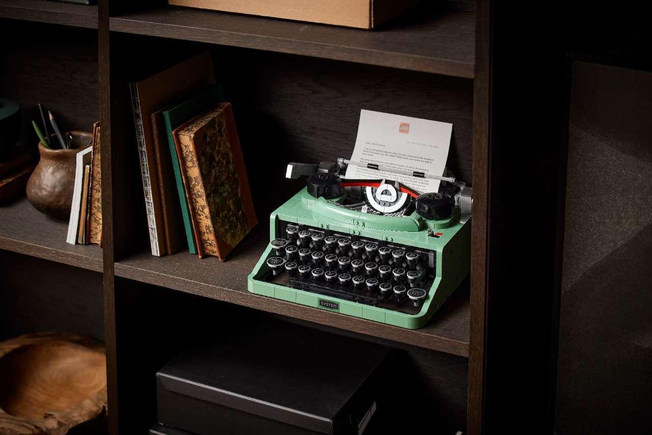 LEGO-Typerwriter-21327_Lifestyle_23