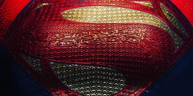 supergirl the flash costume first look