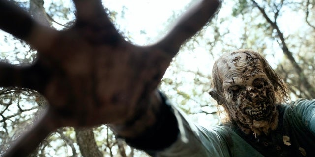 Fear the Walking Dead zombie walker 609