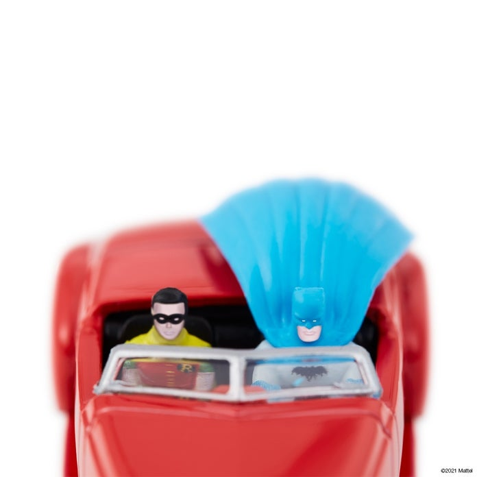 Hot-Wheels-Batman-Batmobile-3