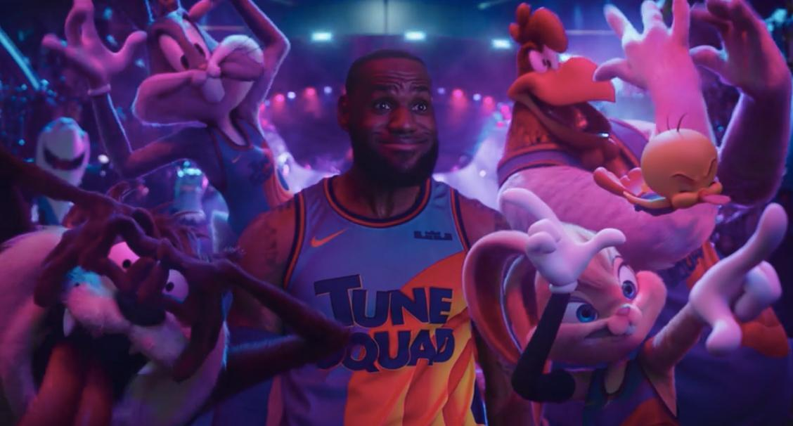 space-jam-a-new-legacy-lebron-dunk