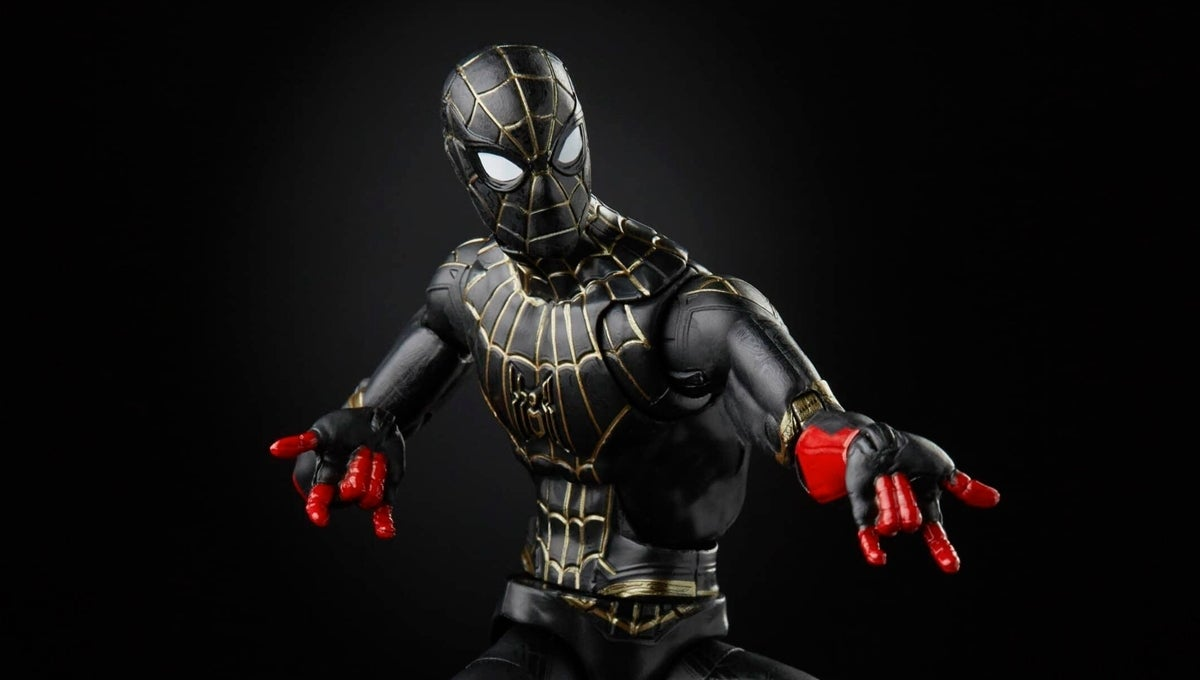 spider-man-no-way-home-black-and-gold-suit-close-marvel