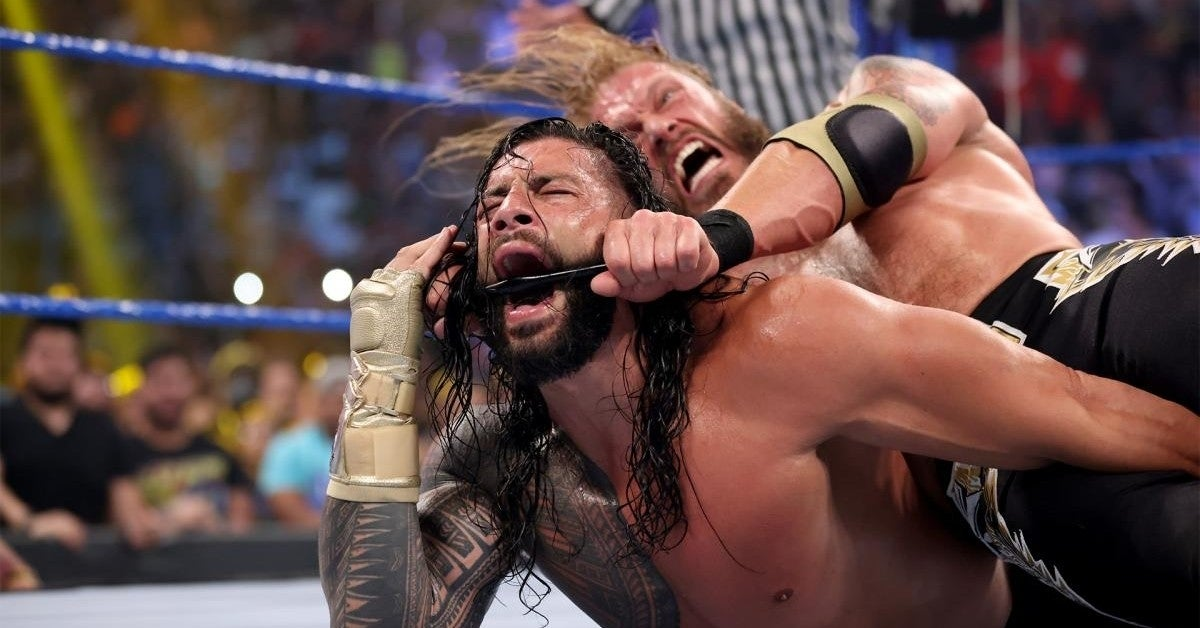 WWE-Edge-Roman-Reigns-Tapping