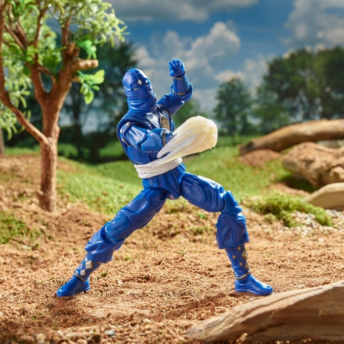 Power-Rangers-Lightning-Collection-Mighty-Morphin-Ninja-Blue-Ranger-03